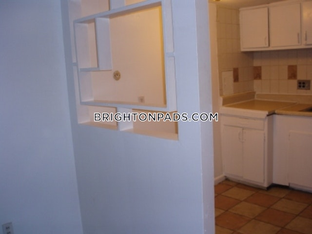2 Beds 1 Bath - Boston - Brighton - Oak Square $1,825 - Boston - Brighton - Oak Square $1,825